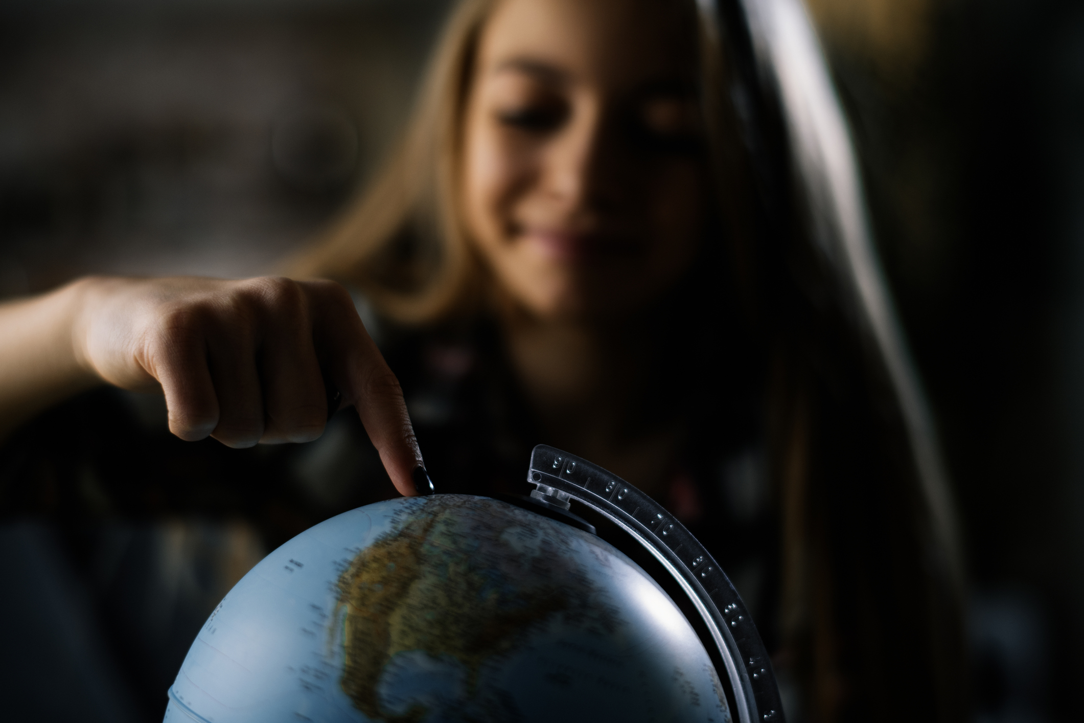 fille et globe